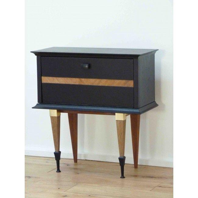 chevet elisabeth ou petit meuble d 39 appoint vintage compos d 39 un grand compartiment pour le. Black Bedroom Furniture Sets. Home Design Ideas