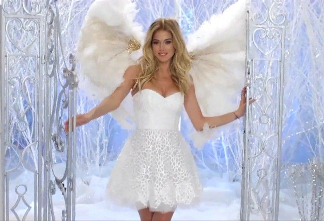Angel Doutzen Kroes Happy Holidays Amp Merry Christmas