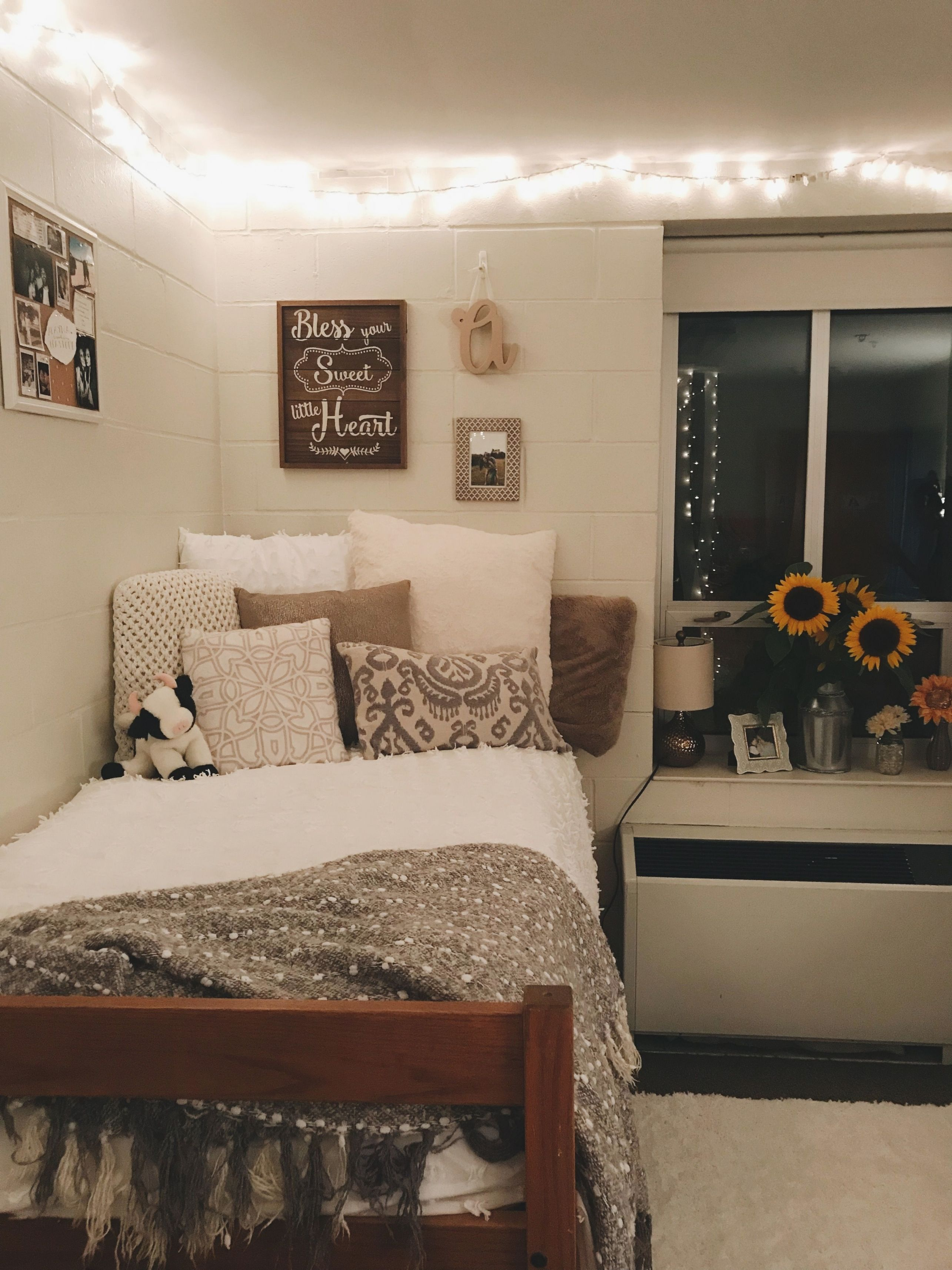 9+ Affordable Dorm Room Ideas Private (With images)  Beautiful