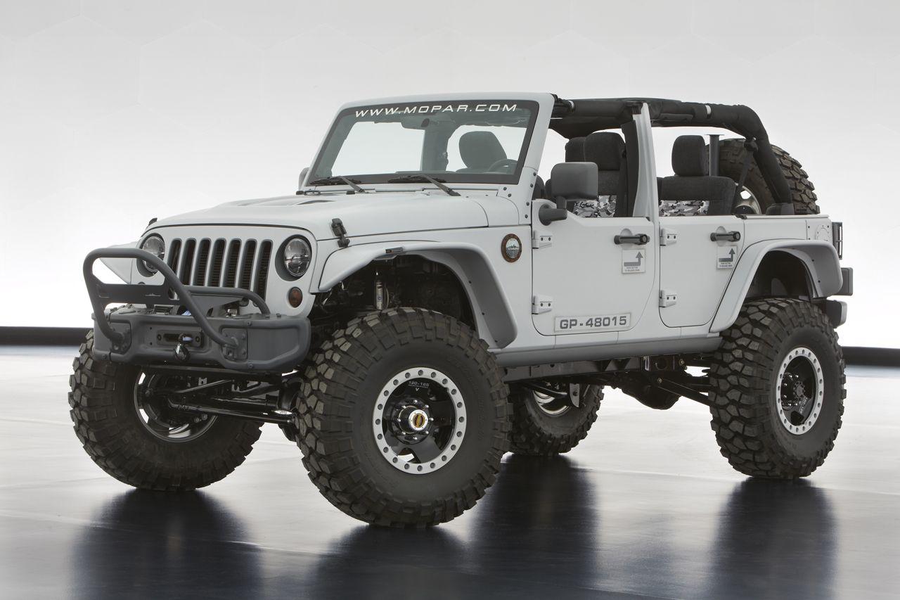 Jeep Wrangler Hemi >> The Jeep Wrangler Mopar Recon Concept Packs A 6 4 Liter Hemi