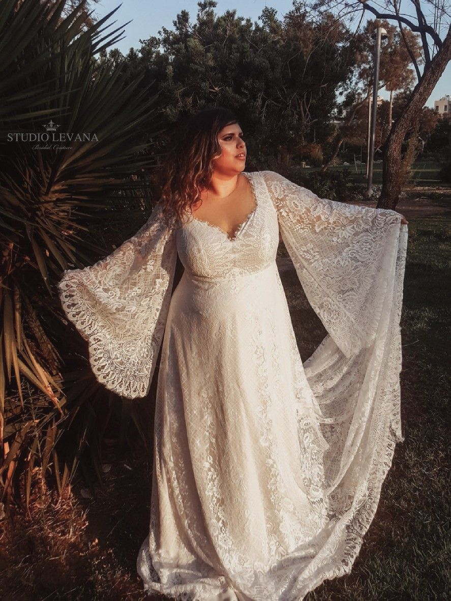Breath Taking Rustic Plus Wedding Gown With Long Lace Bell Sleeves Long Train A Beautifu Bell Sleeve Wedding Dress Wedding Dresses Boho Wedding Dress Bohemian [ 1182 x 887 Pixel ]