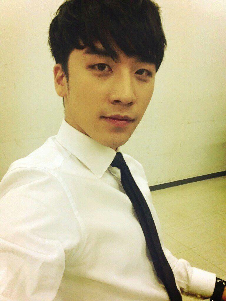 Black and yellow hair boy pin by denise salinas on bigbang  pinterest  seungri bigbang and