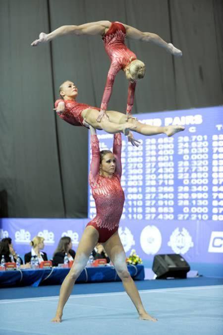 фото гимнасток в нереальных позах