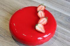 Entremet mousse de vanille de Tahiti, compotée de fraises, crémeux fraise et biscuit madeleine #biscuitmadeleine Entremet mousse de vanille de Tahiti, compotée de fraises, crémeux fraise et biscuit madeleine #biscuitmadeleine