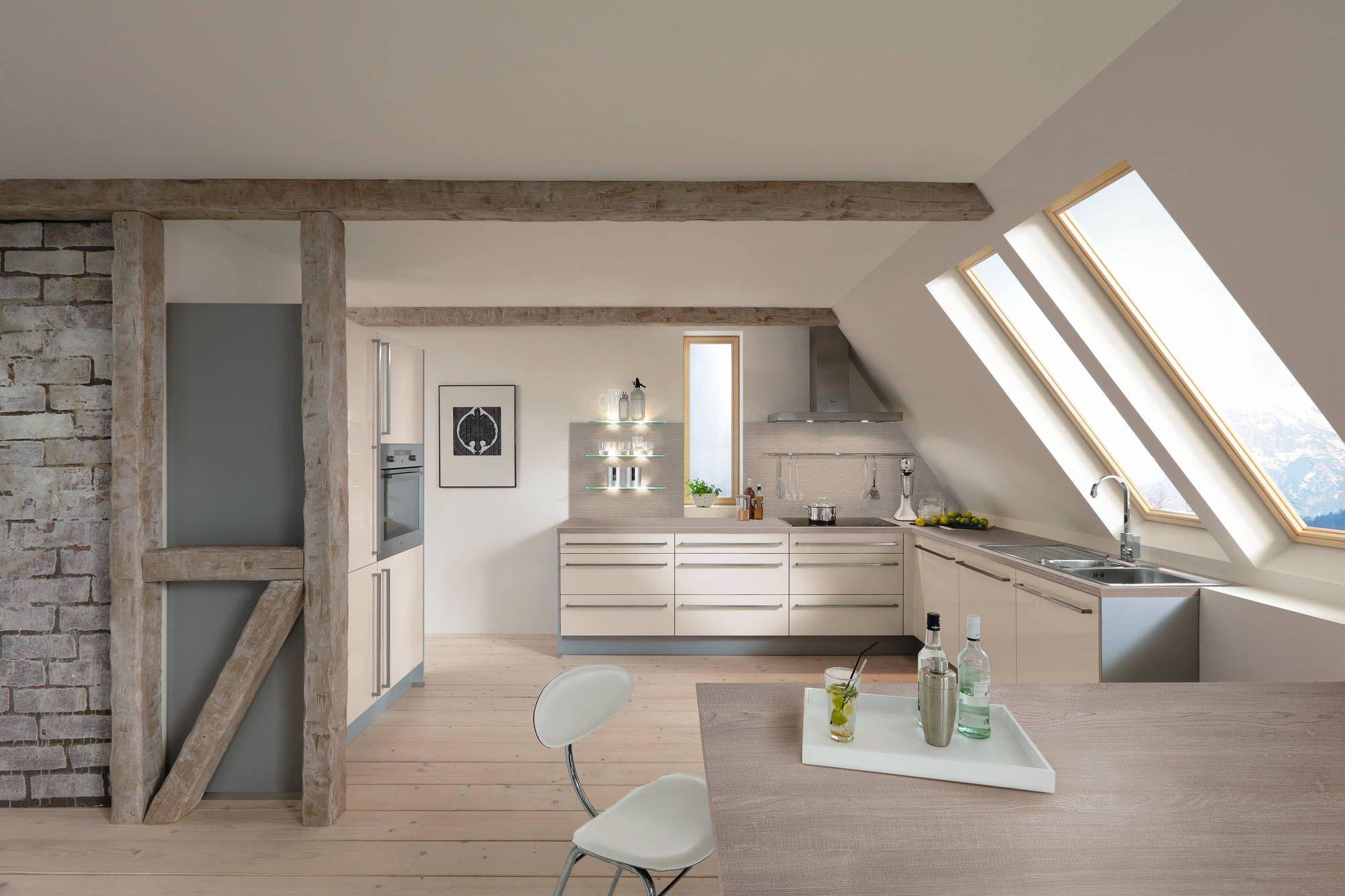 Moderne Keuken Onder Schuin Dak Perfecte Keuken Voor In Een Loft Appartement Dit Zorgt Voor Een Instant Modern Look Hotelinterieurs Thuis Keukens