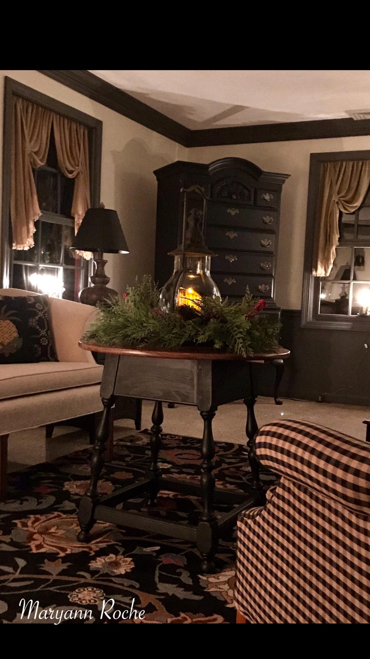 Beautiful holiday decor PrimitiveCountryDecorating