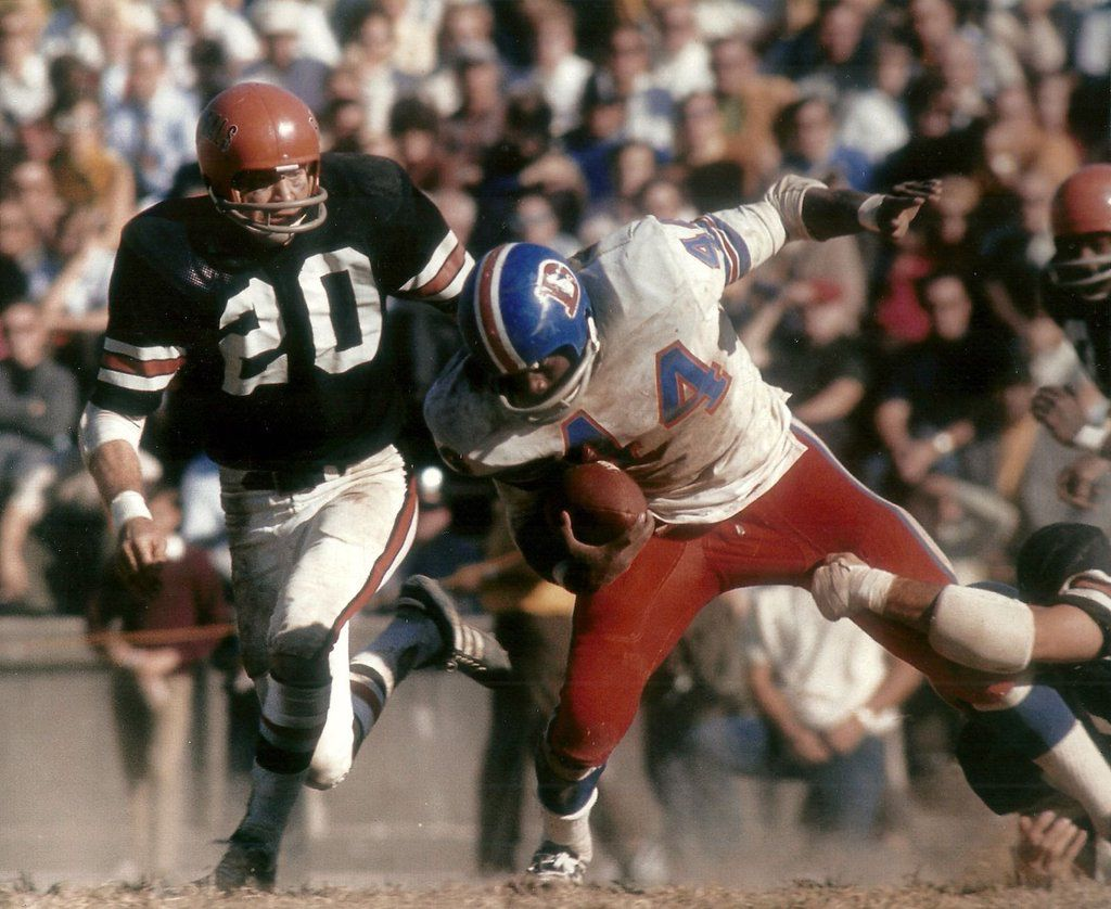 Bobby hunt tries to wrangle floyd little american