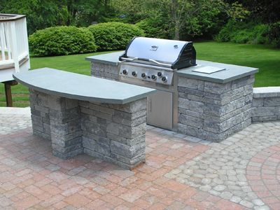 Perfect Outdoor Kitchen With Built In Grill And Serving Island