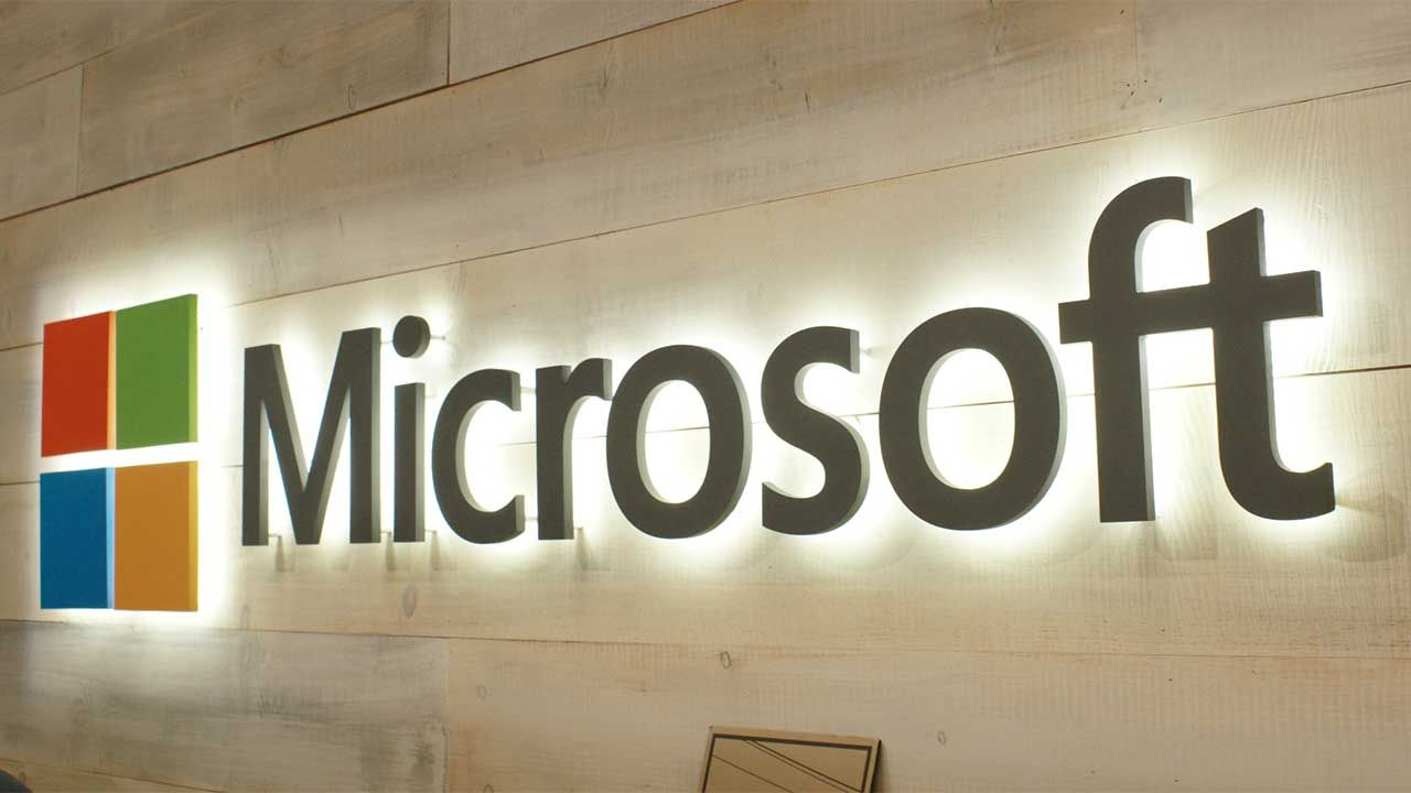 Microsoft aims at Apple with high-end PCs 3D software