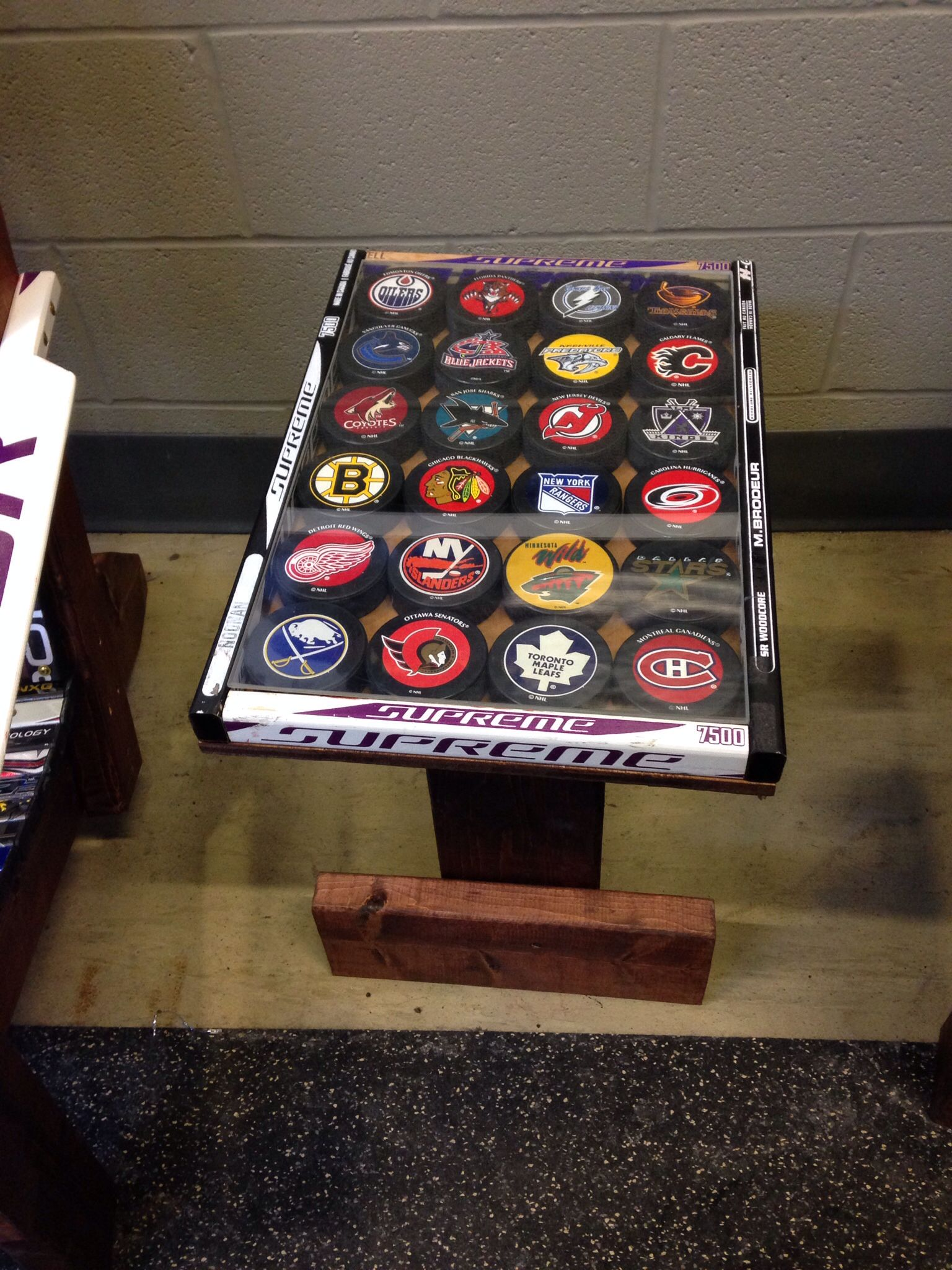 Cool Table Made From Hockey Sticks And Decorated With Pucks Hockey Stick Crafts Hockey Bedroom Hockey Stick Furniture