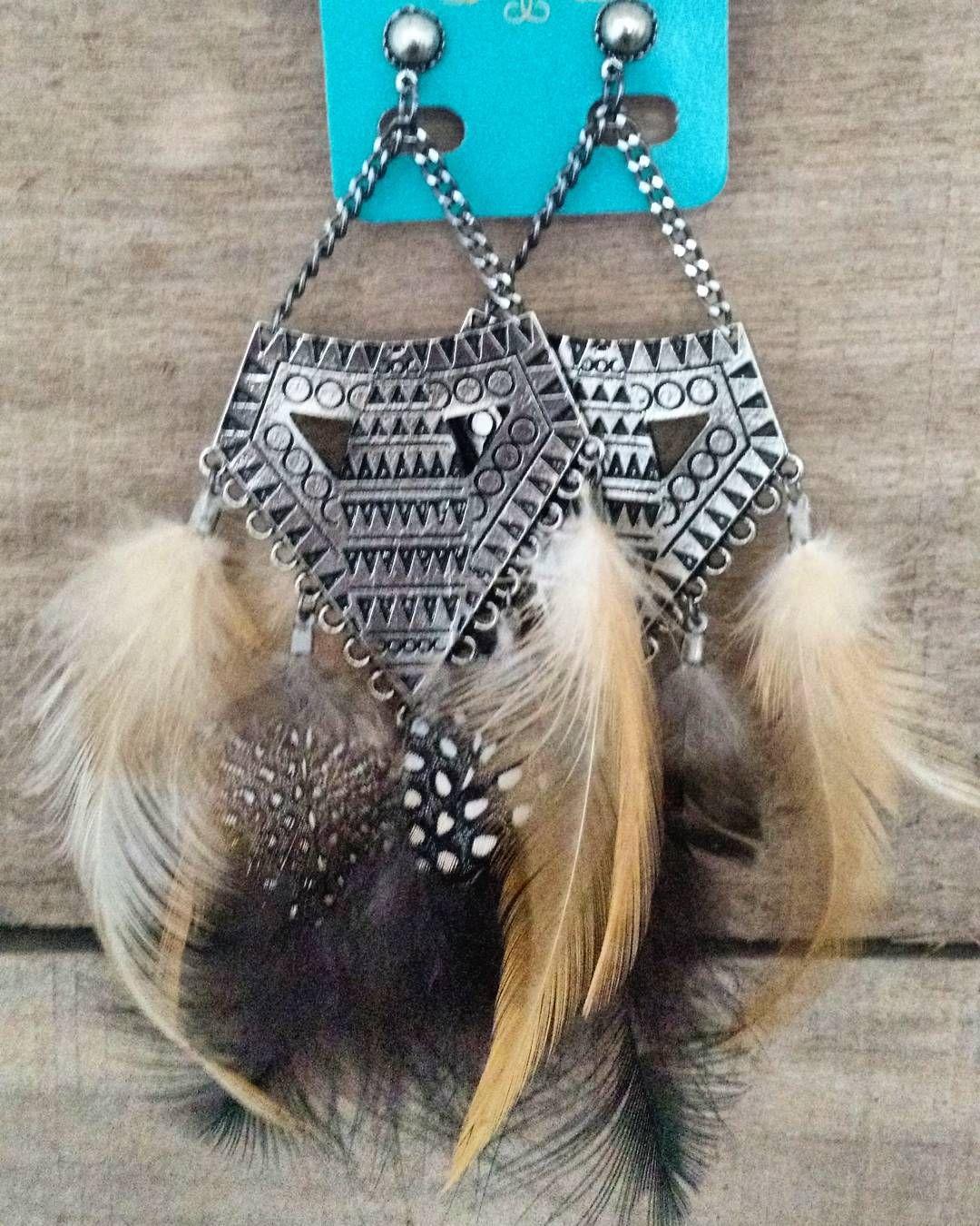 Pensa em gigante! Assim é o nosso amor por penas!  #semanadobrinco  #brincão #maisonboho #ss2016 #bohoacessorios #instaboho #acessórios #gypsy #boho #bohochic #bohostyle #bohemianstyle #brincos #earrings #penas #feathers #couro #leather #lasercut #sustentável #sustentabilidade by bohoacessoriosemcouro