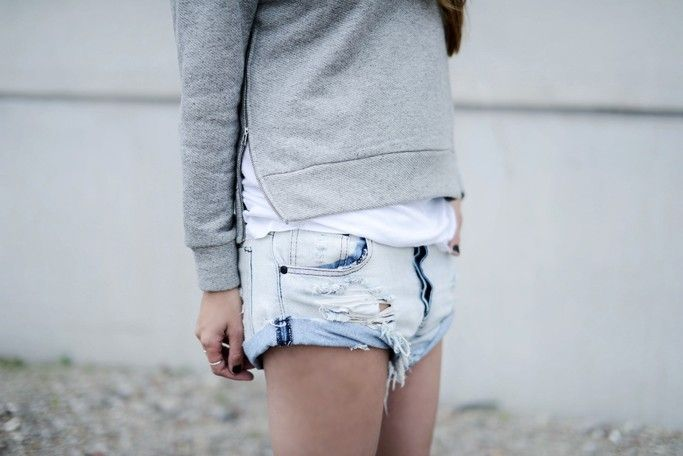 WEARING: ONE TEASPOON SHORTS, H&M STUDIO COLLECTION SWEATER, ISABEL MARANT ANDREW BOOTS,...