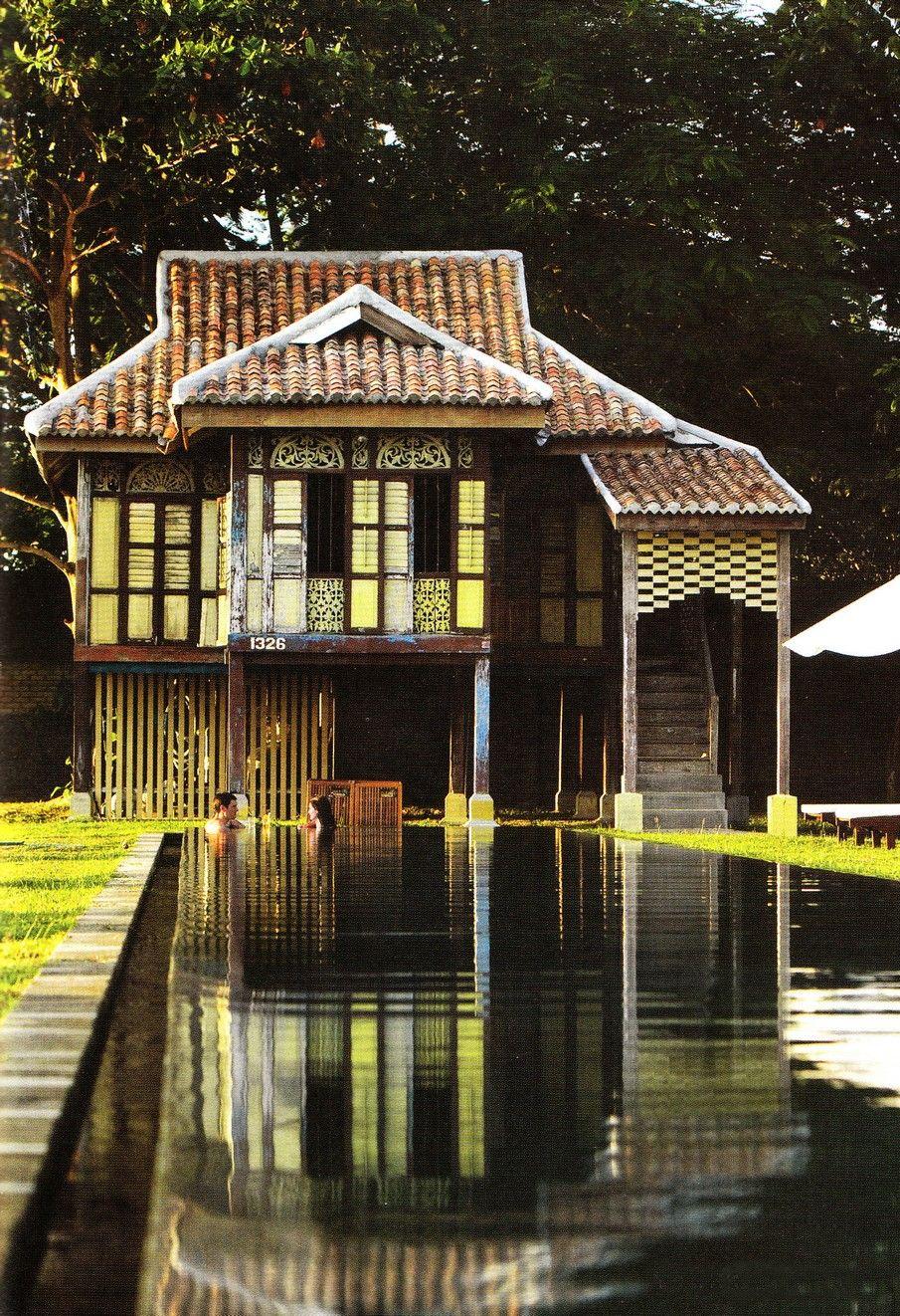 Pingl par turandoscope sur la capitale imp riale house design house styles et asian house for Interieur maison coloniale