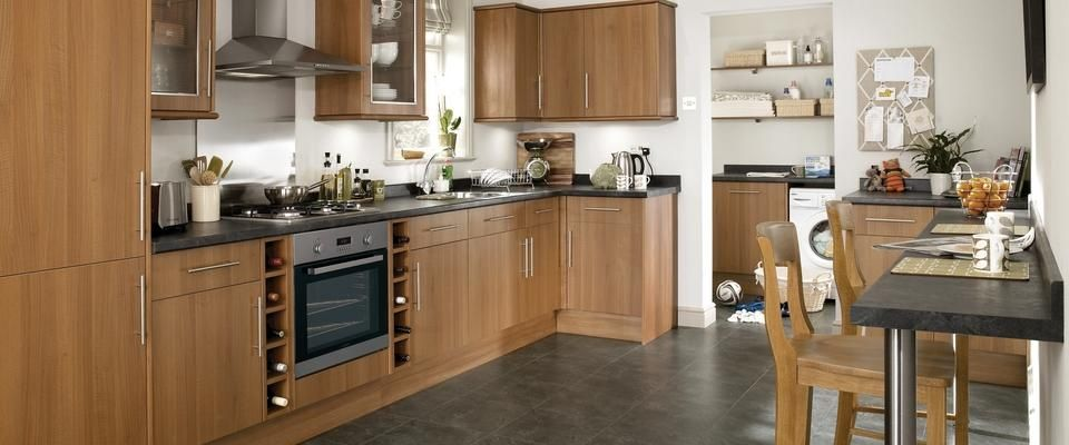 greenwich dark walnut kitchen range | kitchen families | howdens