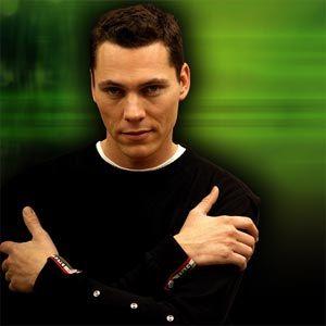 DJ Tiesto - artiestennaam van Tijs Michiel Verwest (Breda, 17 januari 1969) is een Nederlandse dj die vaak optreedt op grote dance-evenementen. DJ Tiësto is verscheidene keren verkozen tot beste dj ter wereld.