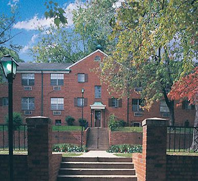 Barcroft Apartments In Arlington, VA. 1130 S George Mason Dr Arlington VA  22204.