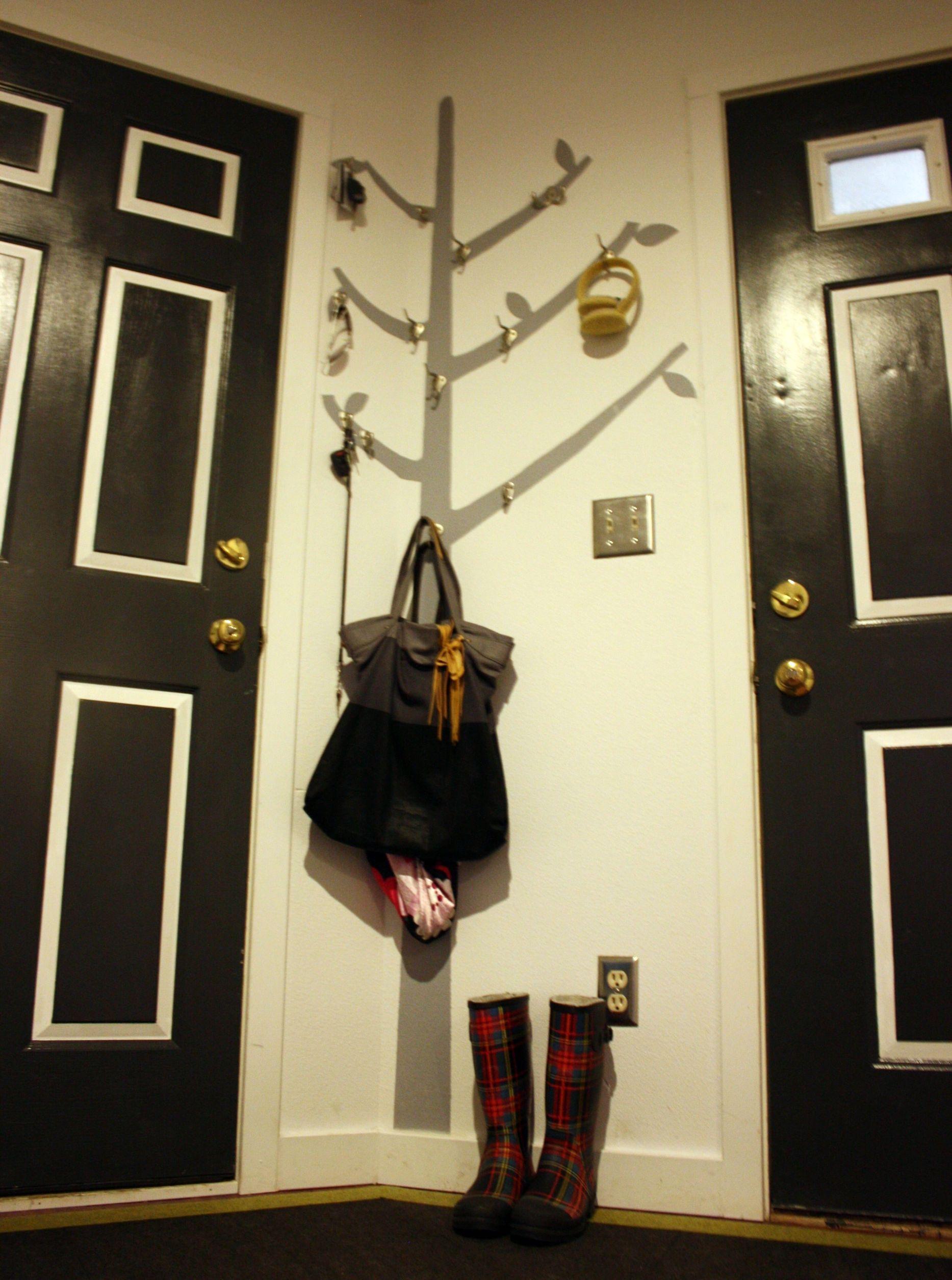White Door Black Trim Black Door With White Trim And That Coat Tree So Cute 3