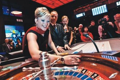 Image result for Casinos locken die Gäste an