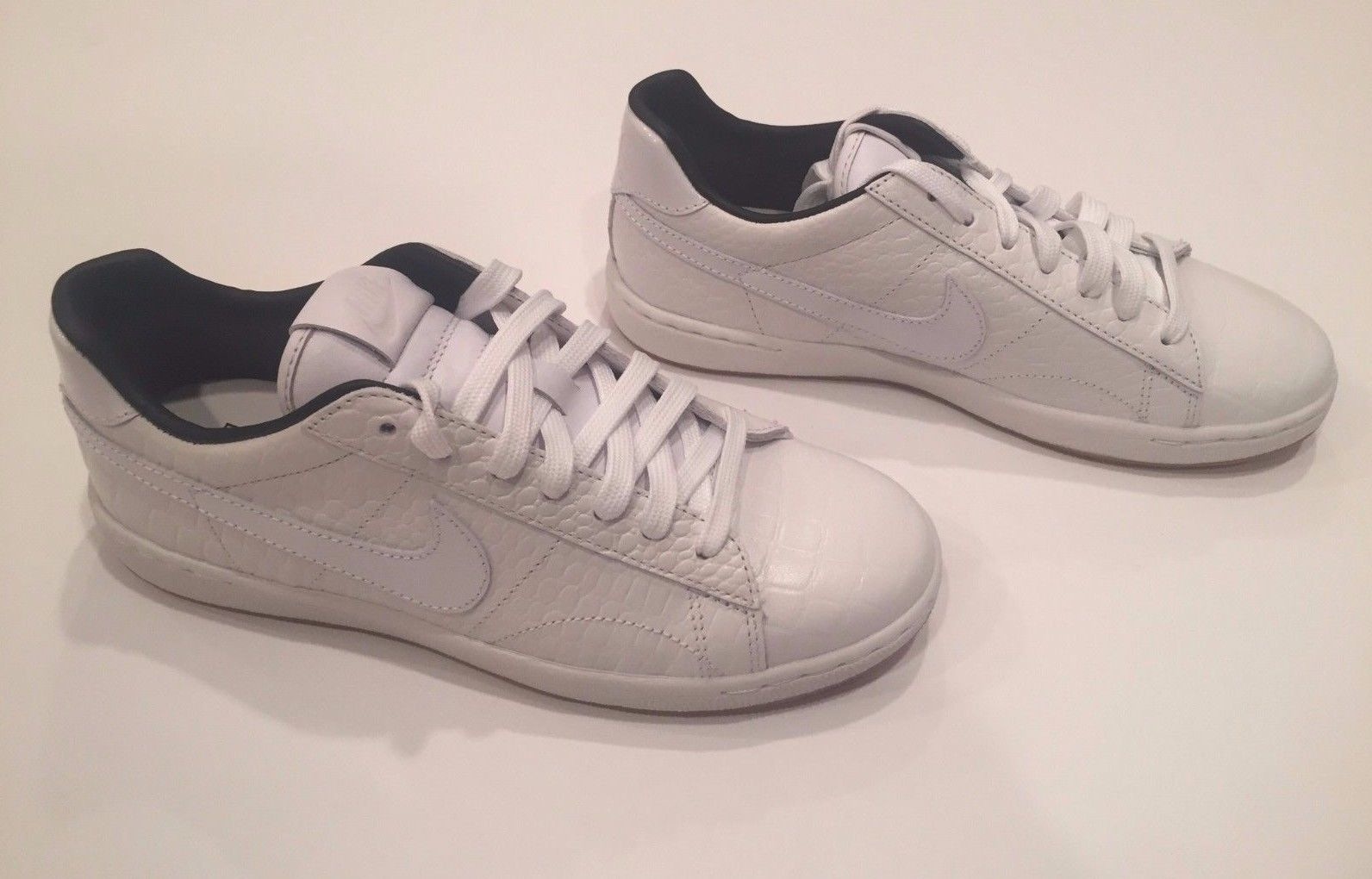 best service bf644 e9998 NEW WOMEN S NIKE TENNIS CLASSIC ULTRA PRM QS SHOES SIZE 7 724977 100  150.00