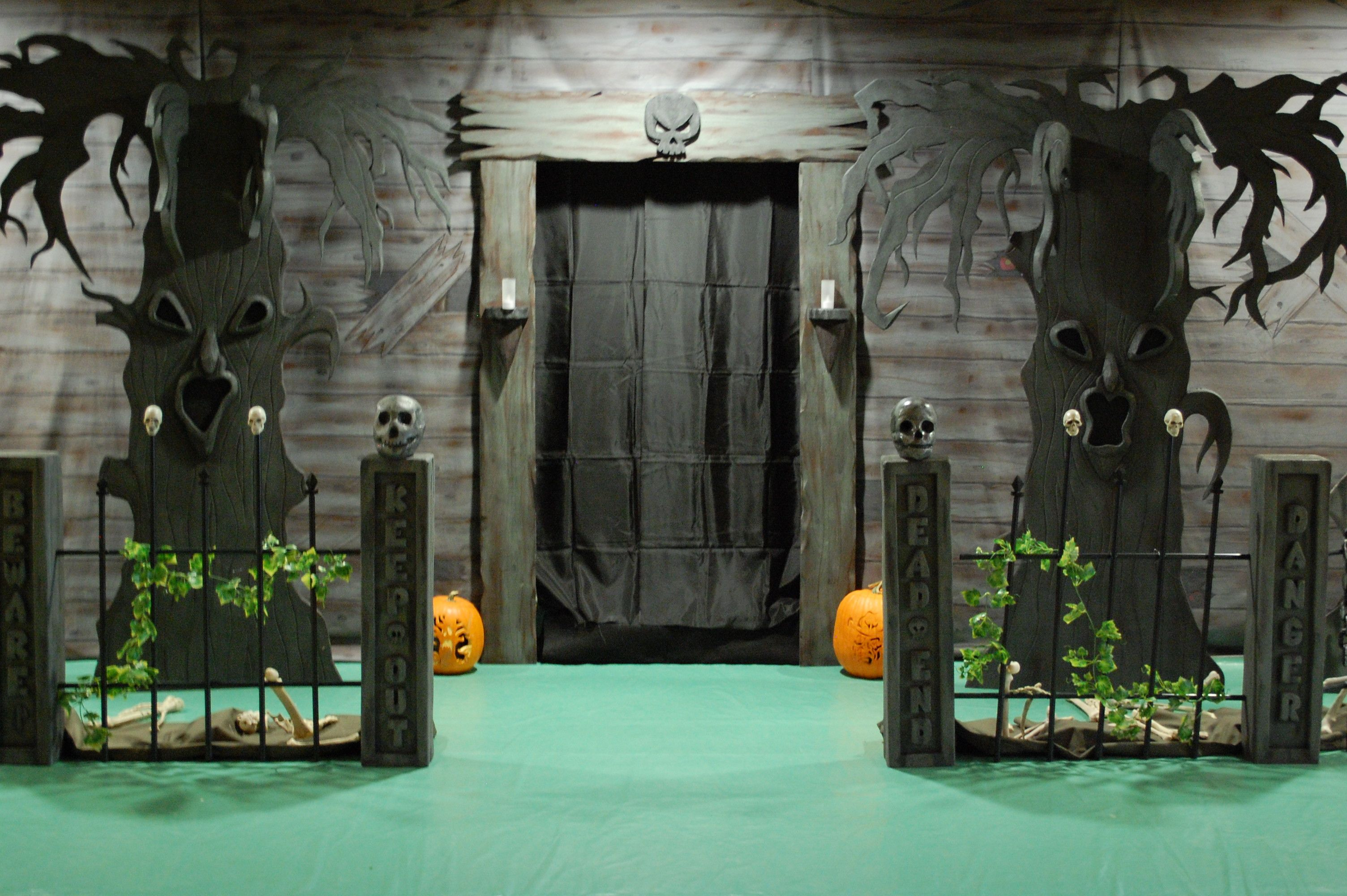 Pin By Kristy Hawkins Giron On Boo Halloween Haunted House Decorations Haunted House Decorations Halloween Haunted Houses