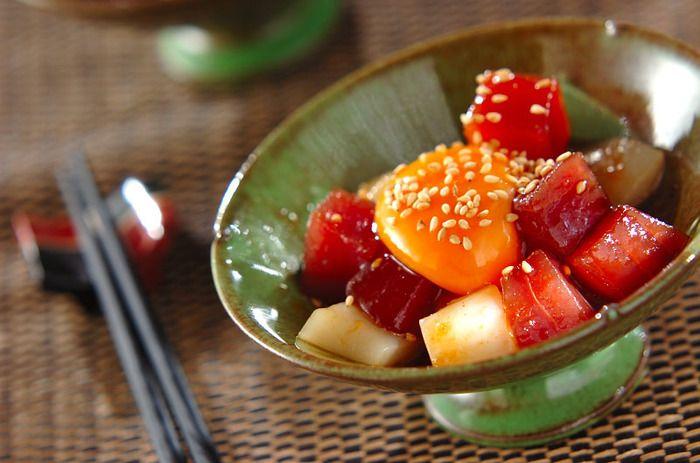 簡単レシピの王道和え物! イカとマグロを切って調味料と和えるだけ! 海産物を生で食べる食文化の国に生まれたことを誇りたくなる簡単レシピです。