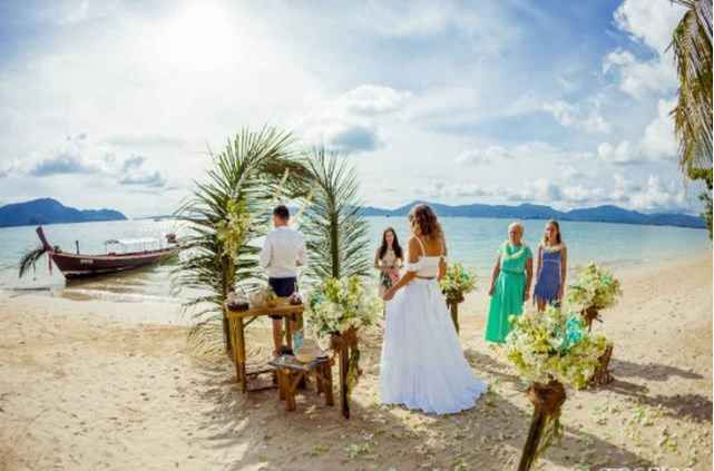 Wedding At The Secluded Beach Et Thailand Package From Intropics Destination Weddings And Photography Ibride