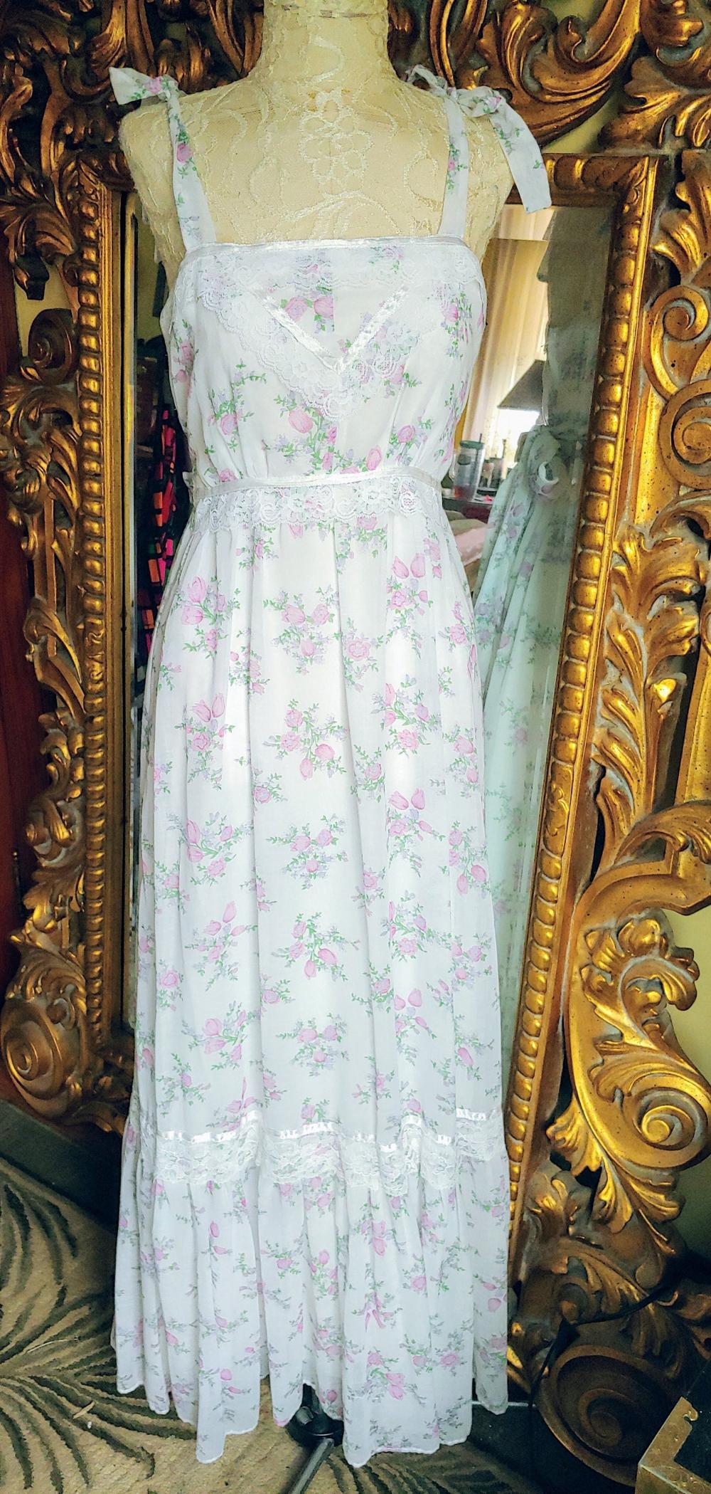 Sweet Vintage 70 S Petite Floral Print Summer Maxi Dress Etsy Summer Maxi Dress Dresses Summer Maxi [ 2099 x 1000 Pixel ]