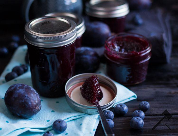 Sommer ist Einmachzeit. Deswegen ist heute eine leckere Zwetschgen Heidelbeer Marmelade am Start. Damit komme ich gut durch den Winter.