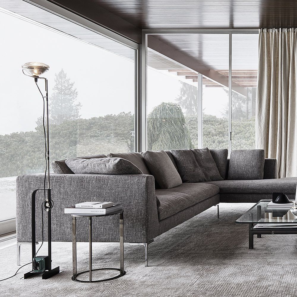 A Modern Touch In The Heart Of Nature B B Italia Enhances The Interiors Of Haus Kemper By Richard Neutra In Wuppertal Ge B B Italia Interior Living Spaces