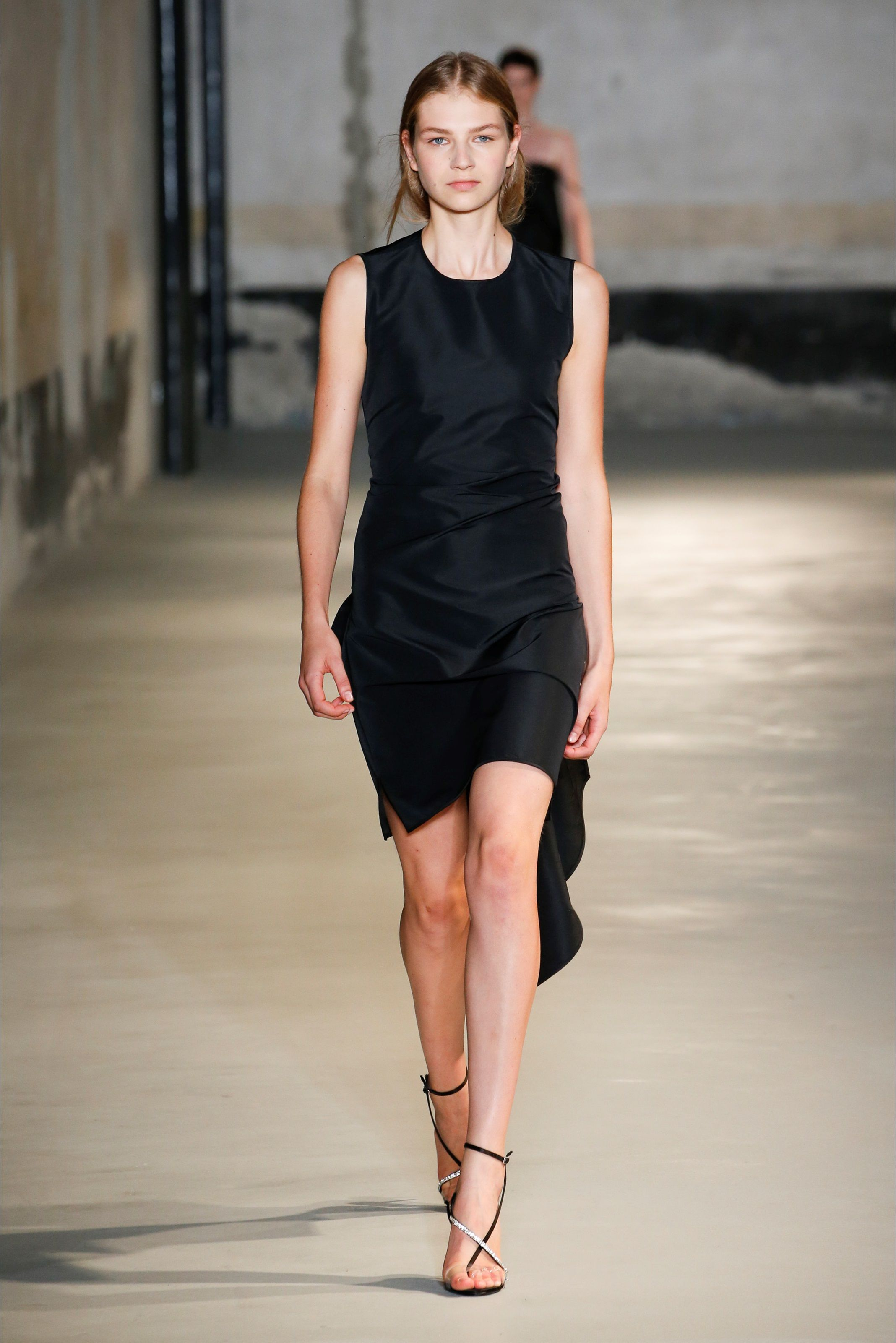 8b53034092 Sfilata N°21 Milano - Collezioni Primavera Estate 2019 - Vogue ...
