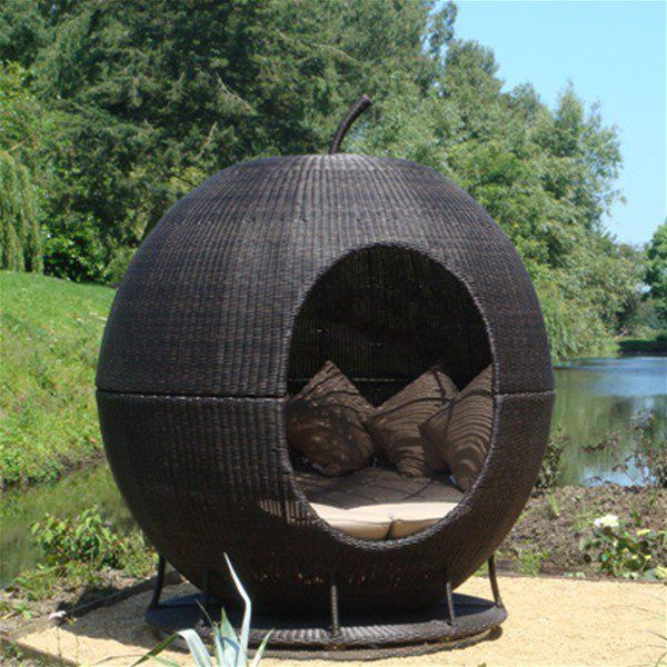hampton apple daybed rattan garden daybeds gardens products - Garden Furniture Pod
