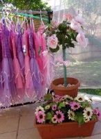 Flores e fantasias para as meninas.