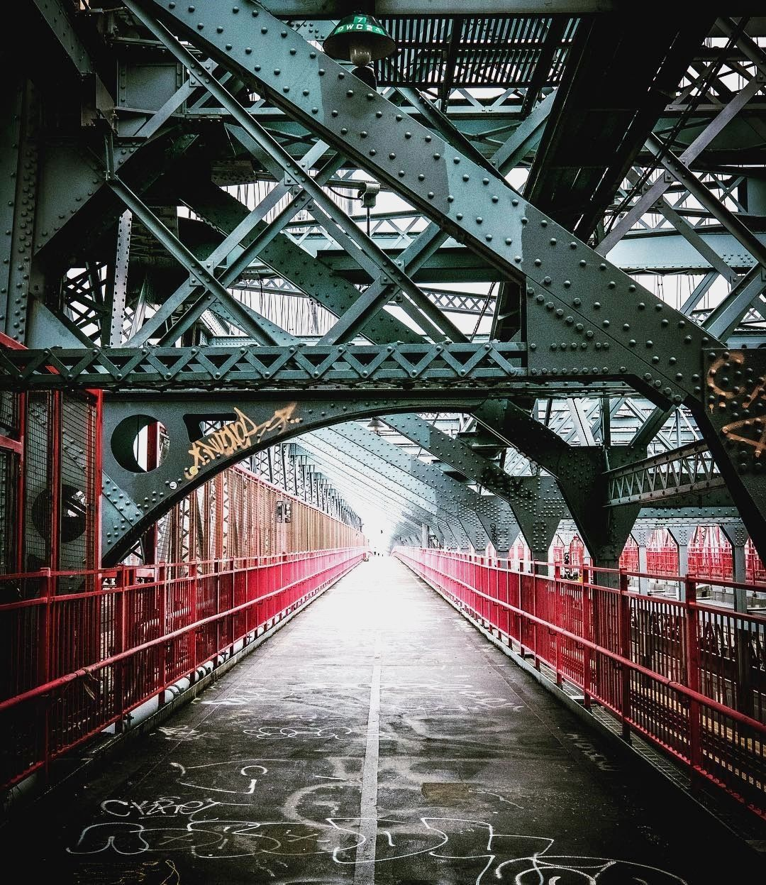 """""""Williamsburg Bridge"""" . credit: @michaelsteckfotografie . CB New York compiles the best events in New York City. To find out things to do in New York, keep an eye on our website [link in the bio] . . . ."""