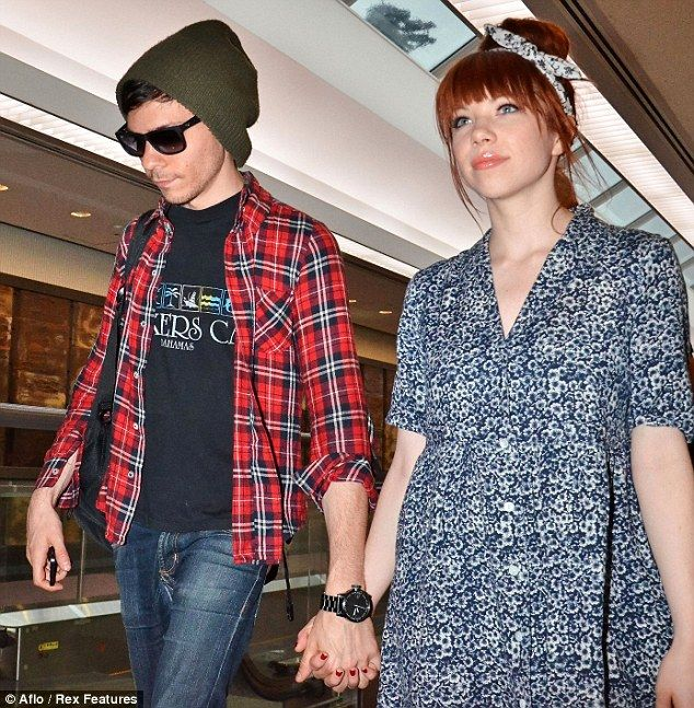 Who Is Carly Rae Jepsen Currently Dating