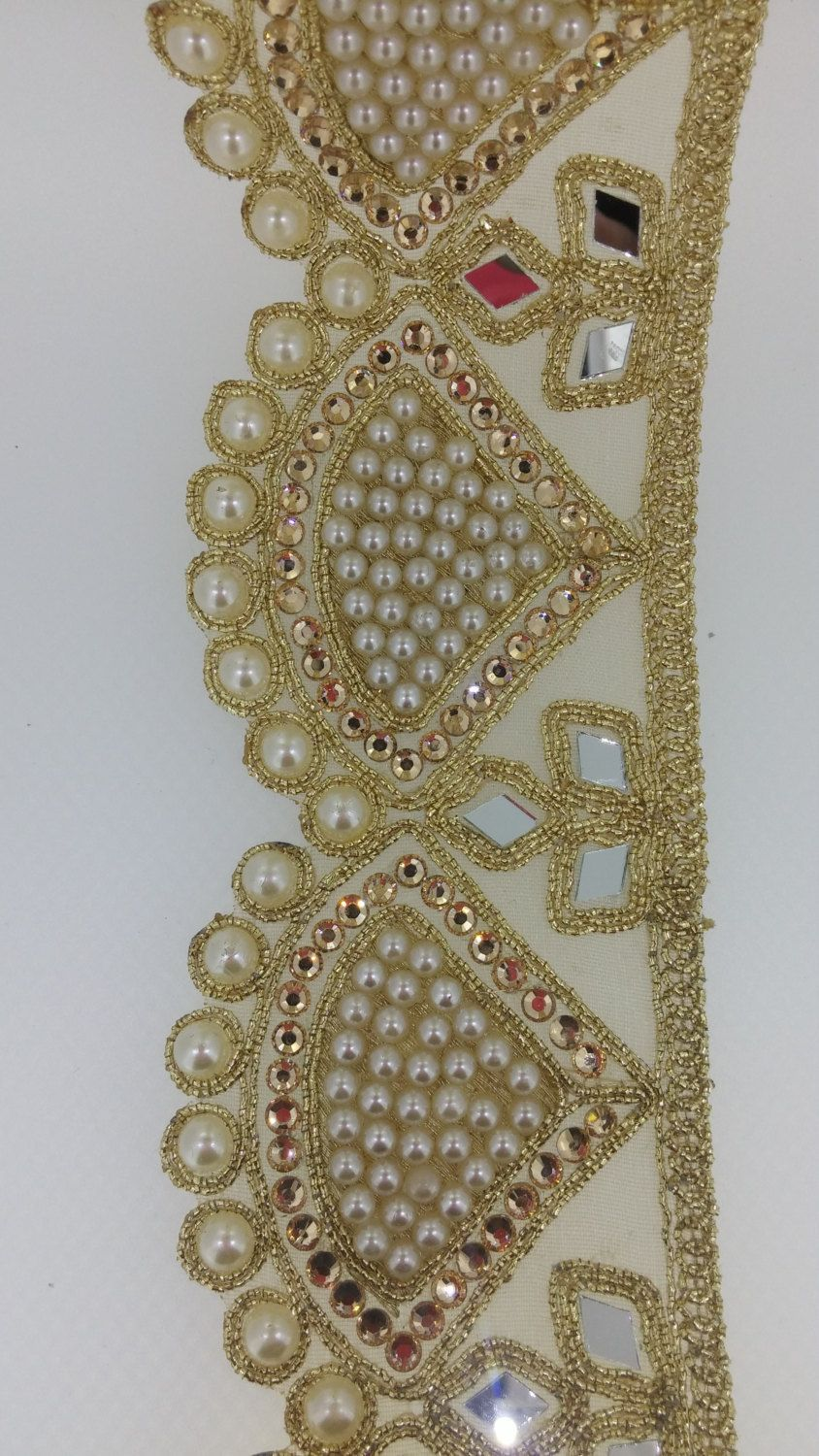 NEUF mètres Attractive Indian Fabric Gold Cristal et Perles Ruban Bordure En Dentelle