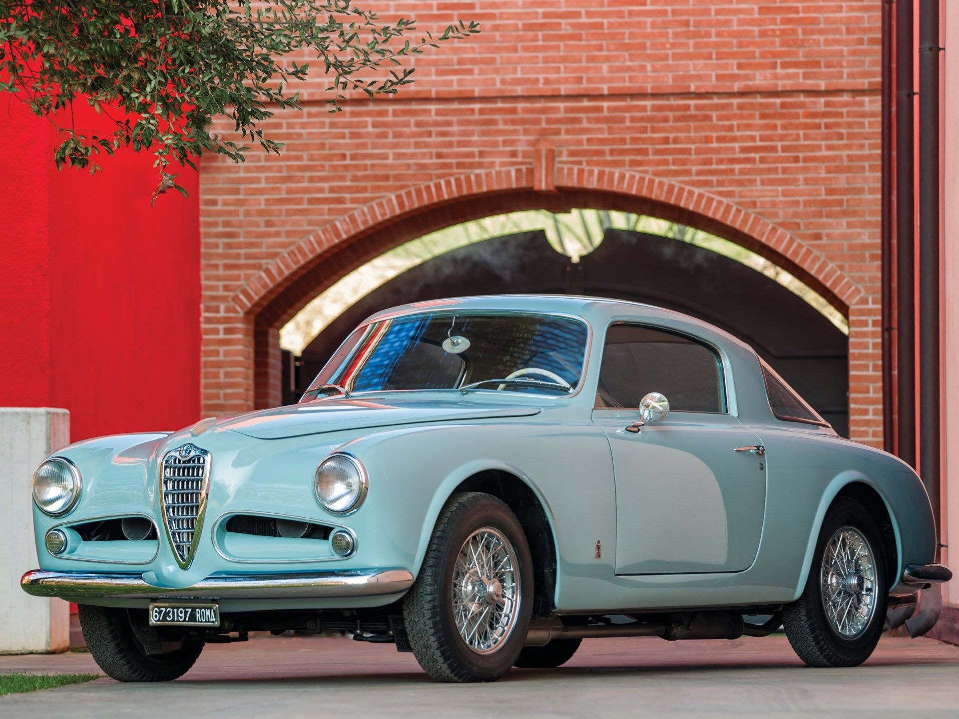 Introduced As A Sedan In 1950 The 1900 Coupe Was Alfa Romeo S Spearhead Gt For Privateers And Gentlemen Drivers With The Introd Alfa Romeo Classic Cars Sedan