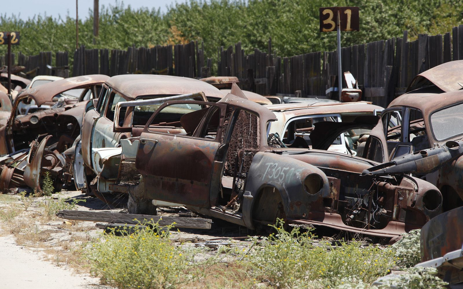 junkyard-vintage-cars-turners-auto-wrecking-fresno-california-212 ...