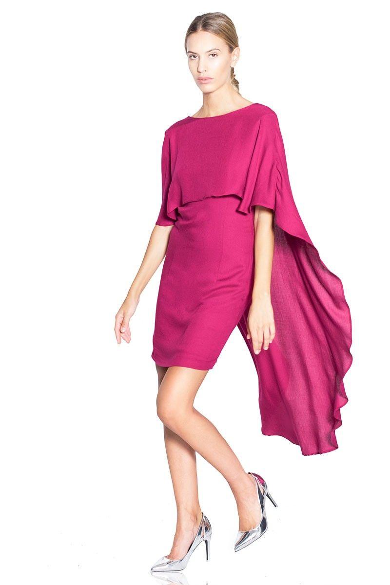 Vestido corto en color fucsia con capa. #vestidos #vestidoscortos ...