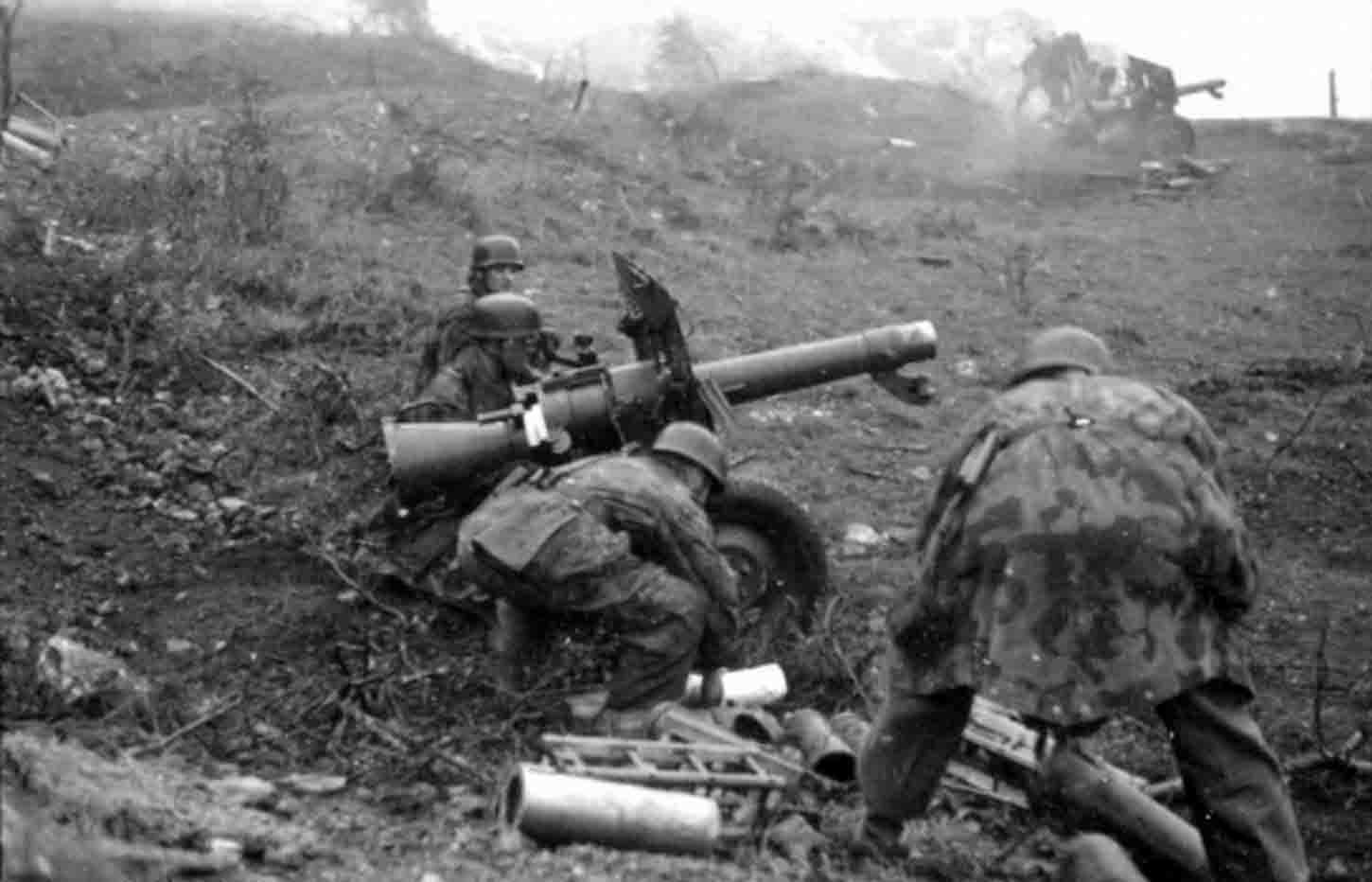 Rare photo of German 105mm LG 40 recoilless guns in combat