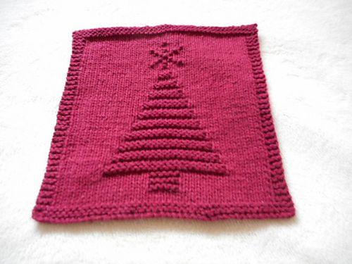 Ravelry: Christmas Tree III Dishcloth pattern by Louise Sarrazin