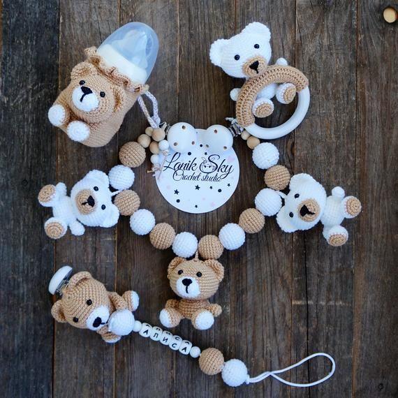 PDF Muster einstellen My little Bear - Kinderwagenkette, Babyrassel, Schnullerkette und Flaschenüberzug / Amigurumi -  Set PDF patterns Mein kleiner Bär – Kinderwagenkette, Babyrassel, Schnullerkette und Flaschendec - #amigurumi #babyfever #babyhacks #babyoutfits #babyproducts #babyrassel #BEAR #einstellen #flaschenuberzug #kinderwagenkette #little #muster #PDF #schnullerkette #und #crochetbear