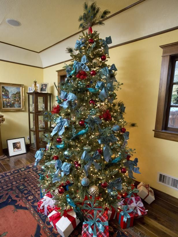 jolllie fisher step into these celebrity home makeovers for the holidays on hgtv - Celebrities Christmas Decorated Homes