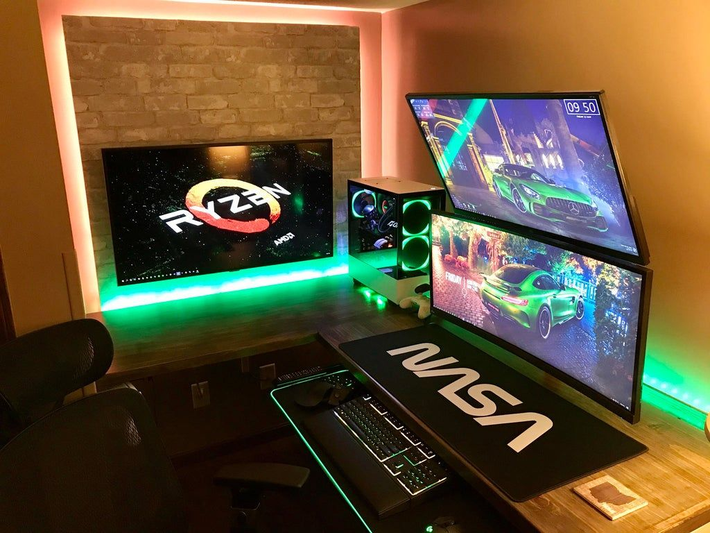 New custom desk = New setup! I'll take my 4 upvotes now