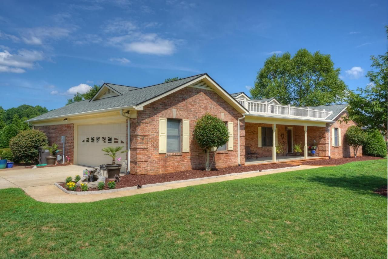 ranch homes for sale lake norman nc