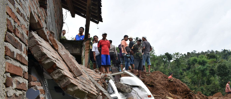 InfoNavWeb                       Informação, Notícias,Videos, Diversão, Games e Tecnologia.  : Enchentes deixam mais de 100 mortos na Colômbia