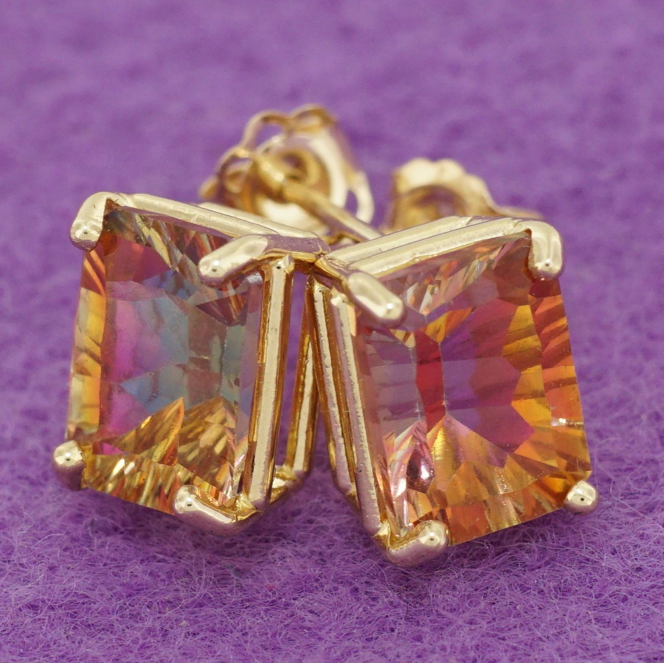 These #earrings show such a beautiful mix of vibrant orange and pink. Can't help but love these simple studs! :)