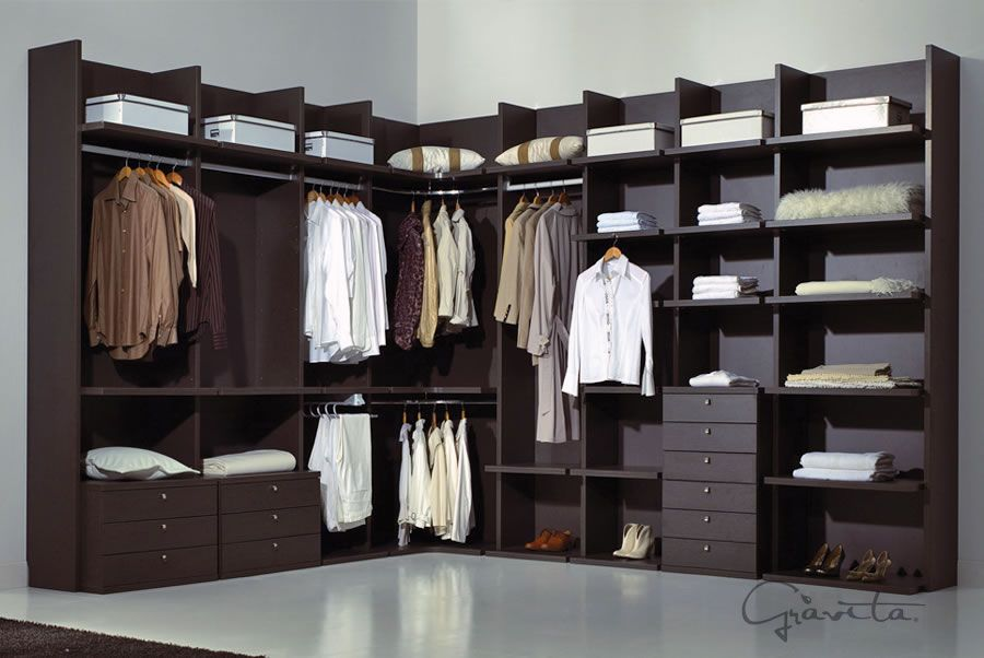C mo llegamos a los closets modernos de nuestros d as for Interiores de closet de madera