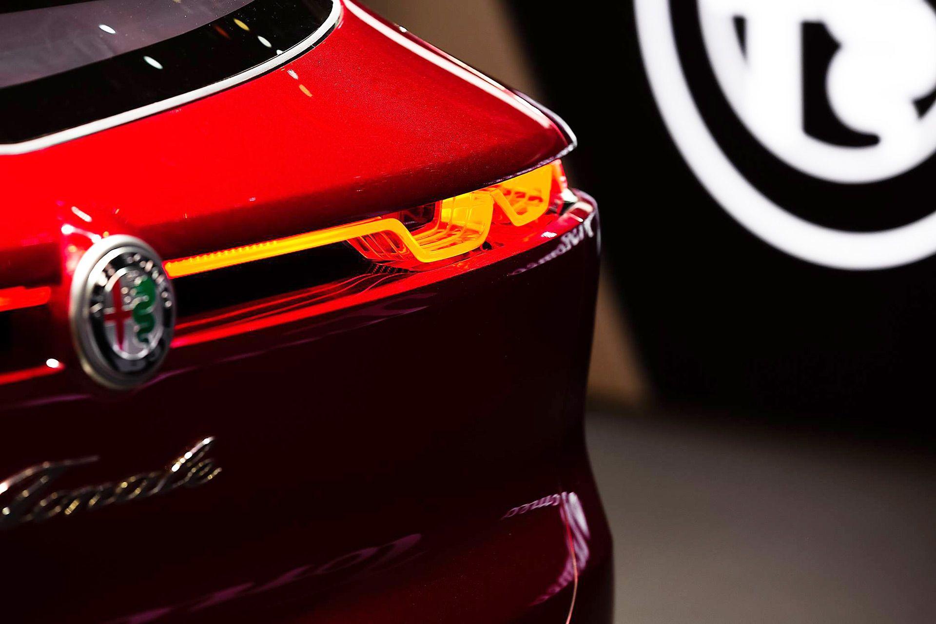 Stunning Alfa Romeo Tonale To Enter Production In 2021 Alfa Romeo Romeo Subcompact Suv