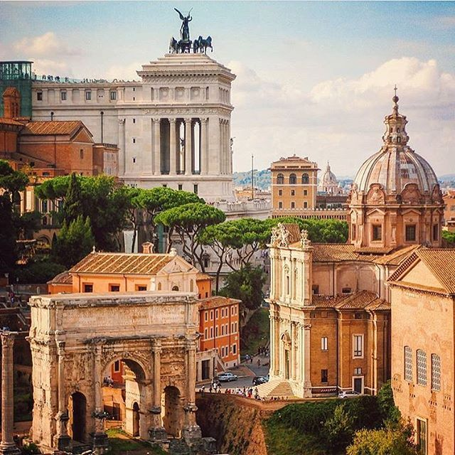 ROMA, ITALY. #italy #roma Photo Credit: @victoria_roitman Chosen by : @la_gomme