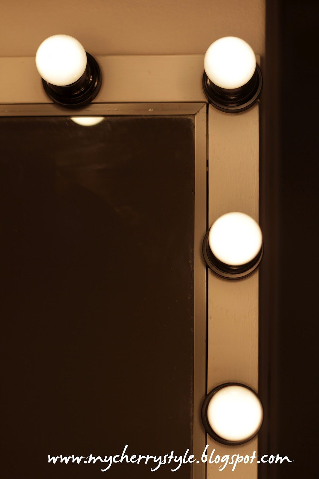 DIY Hollywood Style Mirror With Lights! Tutorial From Scratch. For Real. |